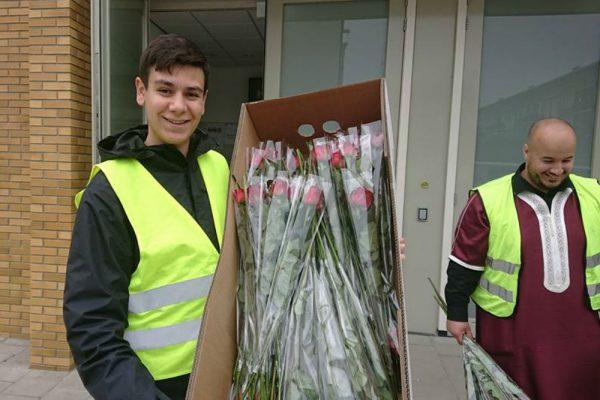 Moskee Al-Ihsane dankt haar buren met 300 rozen